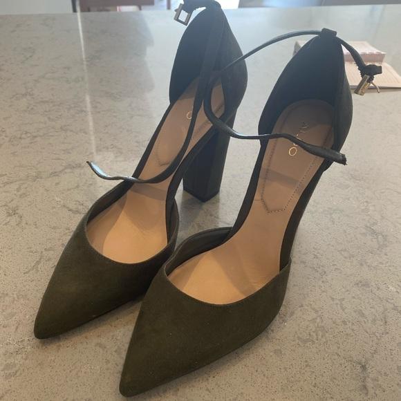 Selling ALDO high-heel US8